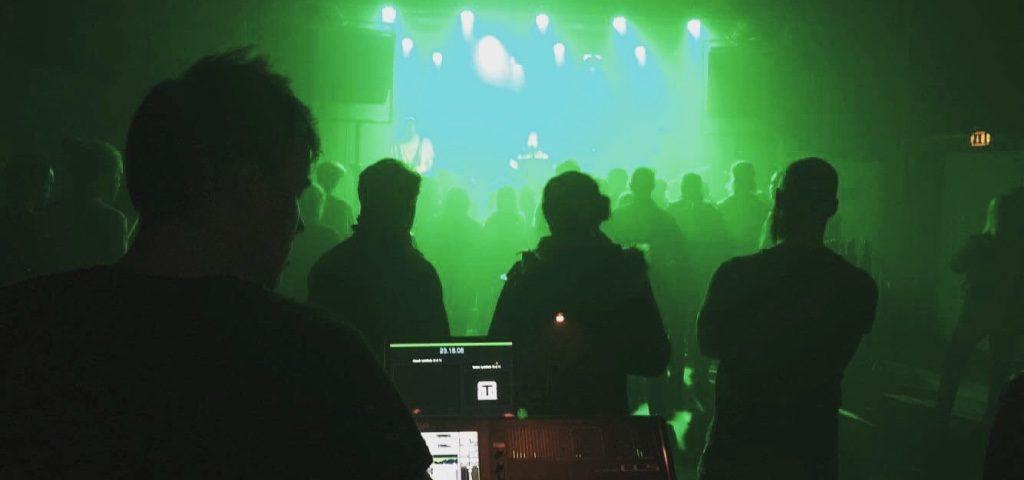 Facaden spiller på Scene 7. Stemningsbillede.