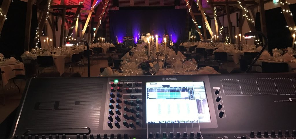 Billede af en flot sal, for Anders Blichfeldt skal spille med fest band til middag.