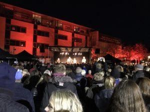 Noah spiller koncert på Herning Torv til Knæk Cancer udsendelse.