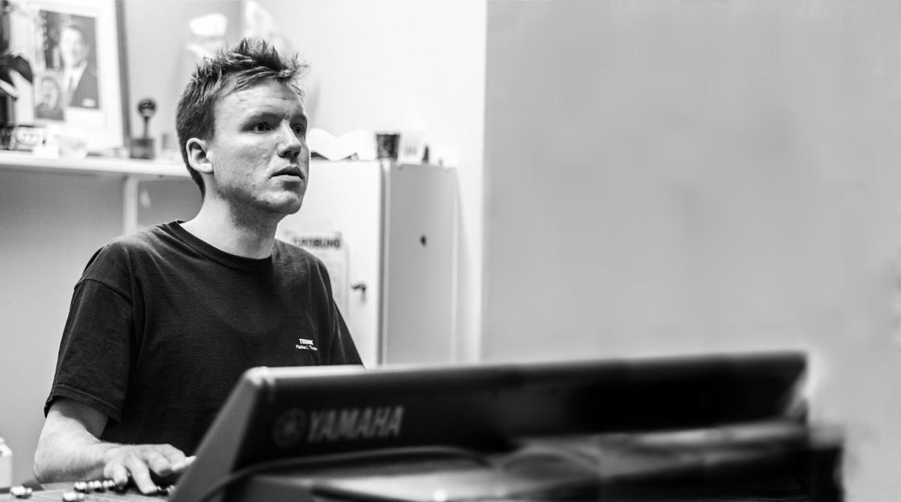 Billede af Mathias Thunbo ved Yamaha CL5 mixer til Rock The Region.